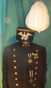 """Uniform eines preußischen Bergbeamten mit Orden aus dem Ersten Weltkrieg, die an der """"zivilen"""" Bergmannsuniform privilegiert getragen werden durften"""